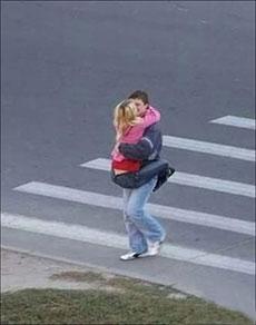 馬路上的情侶