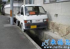 不是每個人都能把車停的這么好的