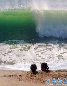 最喜欢跟你一起埋在沙子里看海