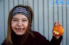 看看我咬的苹果,可爱不?