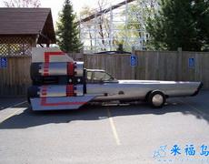 家里新买的车子,不值几个钱