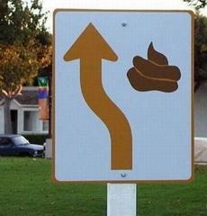 搞笑交通标志:前方有便便,请绕行