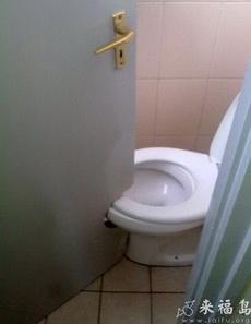 這廁所設計的讓人怎么上啊