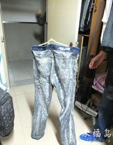 裤子在室外晒了一夜之后