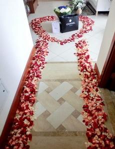 如果你起床之后推開房門肯見這個畫面,你會對你的男友說哪三個字?