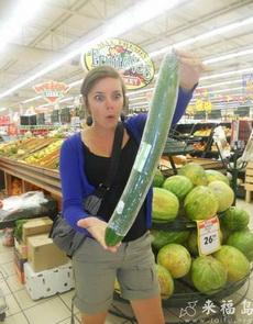這么大的黃瓜,妹子震驚了