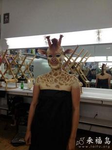竟然Cosplay长颈鹿,太吓人了