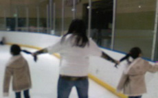 这样带孩子滑旱冰真的好吗?