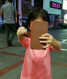 女儿说要给我拍照
