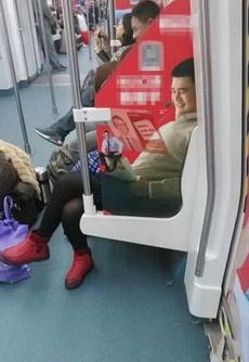 今天坐地铁好像碰到姚明了