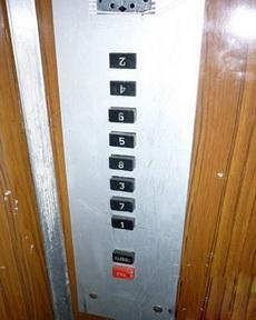 一个纠结的电梯