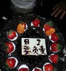 生日,一个妹子送来的蛋糕