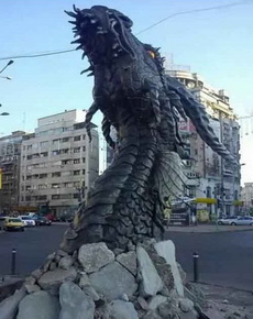 这个雕塑碉堡了啊!