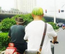 大叔,你这帽子好时尚啊