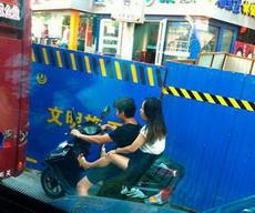 你让大哥怎么能好好开车!
