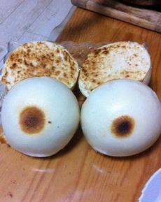 出差刚回家,就看到老婆做的烤馍,感觉怪怪的
