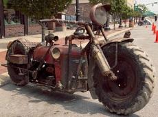 旧拖拉机变成拉风摩托车
