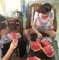 女汉子是这样吃西瓜的!
