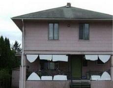 这房子的牙怎么都被打断了呢