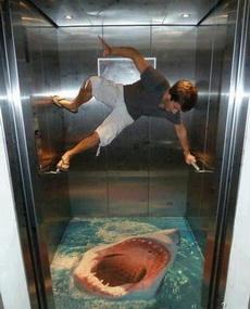 坐电梯没有三两下功夫怎么行