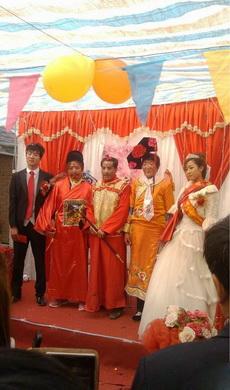 各路妖魔鬼怪都到齐了,婚礼可以开始了。
