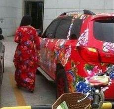 大姐,这车和你好搭啊,应该是你的吧?