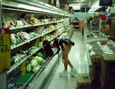 这超市真大,要好好逛逛。
