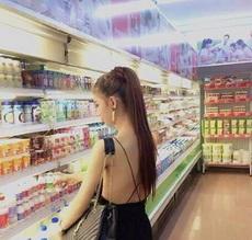 和女友逛超市,好担心她的绳子断了