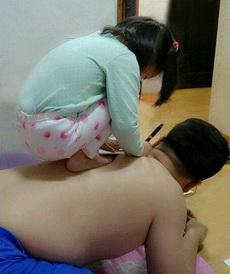 爸比,我给你纹身吧!