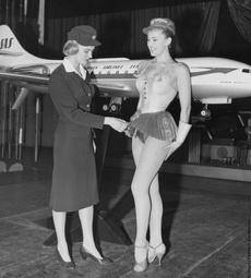 上世纪60年代,瑞典航空发布空乘超短裙装。