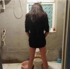 带妹纸回家,半夜看她上厕所我就跑了