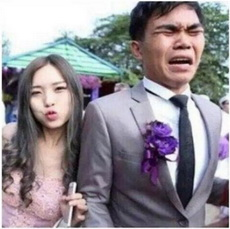 让我们祝福这对泰国的新人,新婚快乐