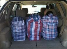 完全没看出来,右边是个人,不是包装袋