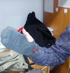 刚买的手套,感觉怪怪的