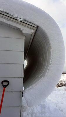 谁见过这样从屋顶上滑下的雪