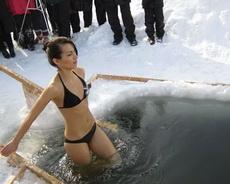 俄罗斯的女人不怕冷!