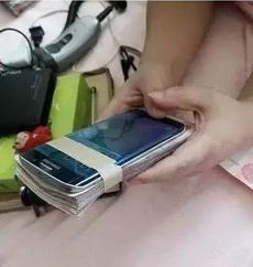 妹纸这个手机壳挺贵的吧