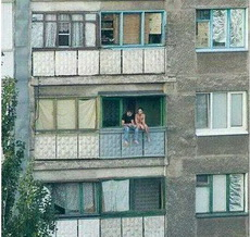 我们一起坐在窗前,看遍世间繁华