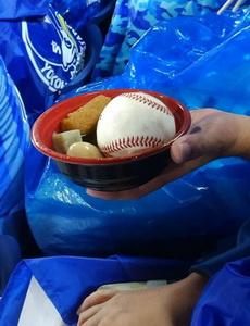 看棒球赛,位置离太近发生的惨剧