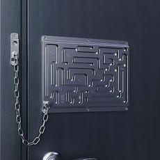 It's hard to open this door.