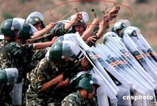 """看到群實槍菏撣的警察""""打彈弓"""""""