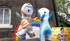 热烈祝贺新浪标志,成为伦敦奥运会吉祥物!蓝色的还穿着开裆裤哟