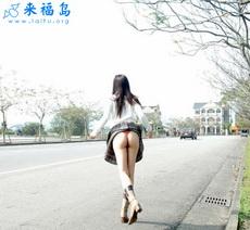 妹妹这样上街拦车你会停吗