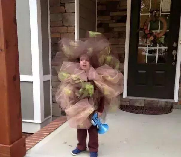 这位宝宝说他万圣节扮的是一个屁
