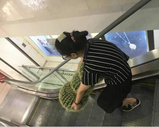 下的手机捕鱼;来看看房祖名北京的4000万豪宅,成龙尽心购置,内部装修不一般
