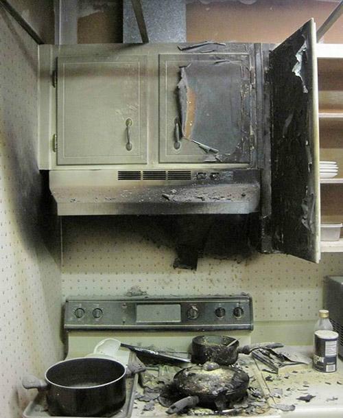 我家厨房刚刚经历了一场爆炸,核试验失败了