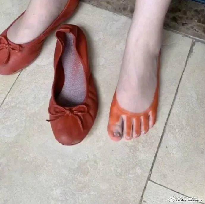 鞋子差点被晒化了[奇闻怪事]